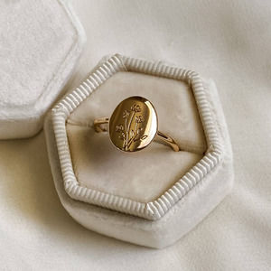 Gold Oval Wildflower Signet Ring